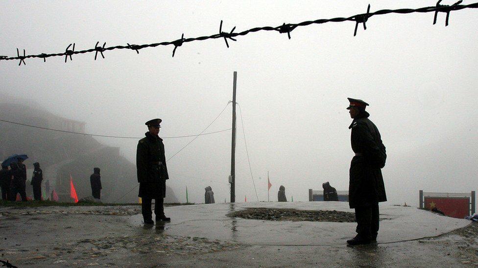 อินเดีย-จีน : เกิดอะไรขึ้น ในการปะทะนองเลือดที่ไร้ปืนและระเบิดระหว่าง 2 ชาติมหาอำนาจ