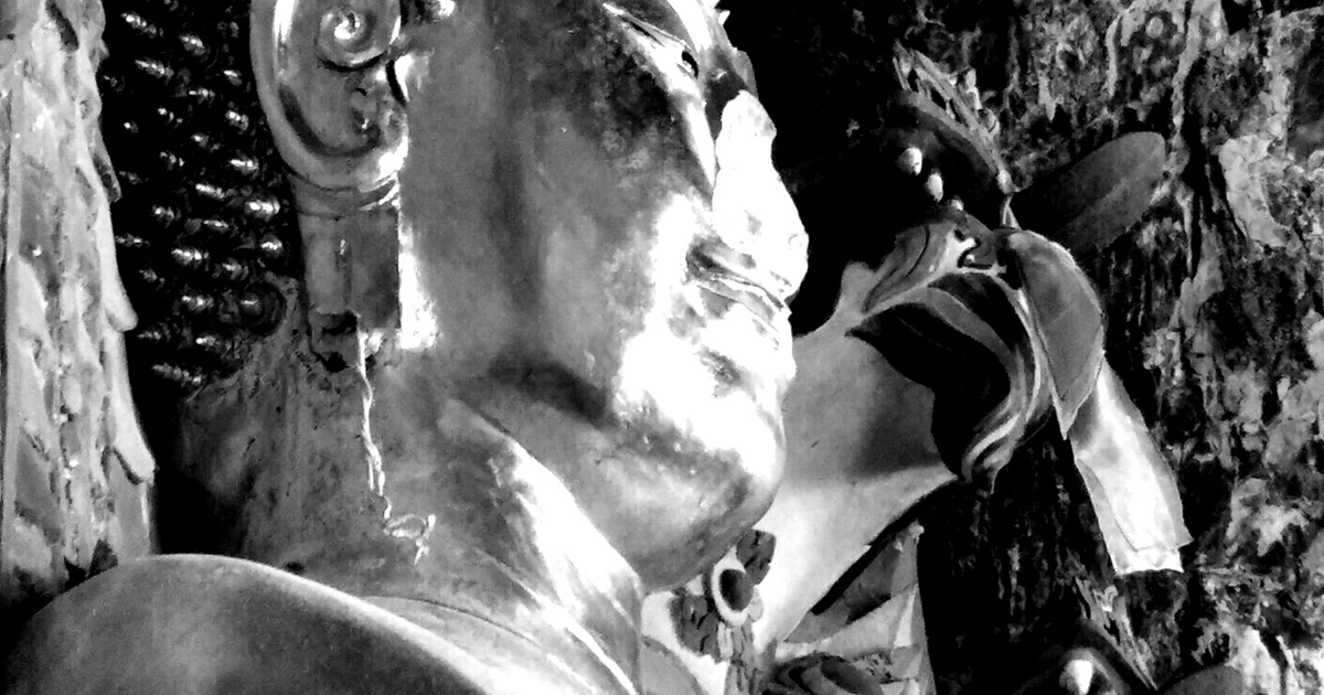 เสียหาย คาดมีมือดีทุบทำลาย พระพุทธรูปพระเจ้าไชยเชษฐาธิราช