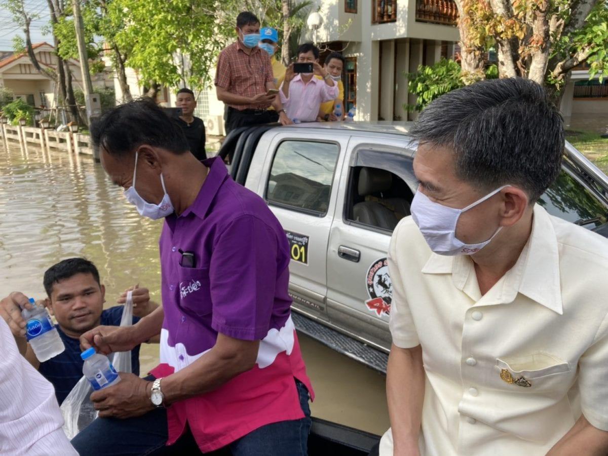 ผู้ว่าระยอง ขึ้นออฟโรดสำรวจ น้ำท่วมตำบลทับมา ระดมทีมช่วยผู้ประสบอุทกภัย