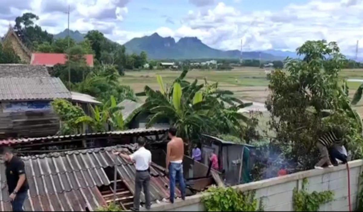 ลำปางระทึกไฟไหม้โรงเก็บไม้หลังเจ้าของเตรียมสร้างบ้านใหม้ไฟลุกพรึบไหม้วอด
