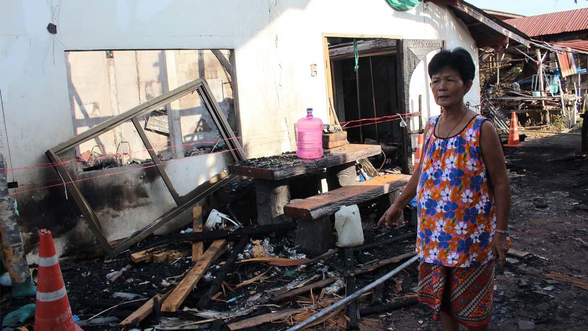 เพื่อนบ้านแฉ! สาวหลอนยา จุดไฟเผาบ้าน เคยขู่เผาแต่ไม่คิดว่าจะทำจริง