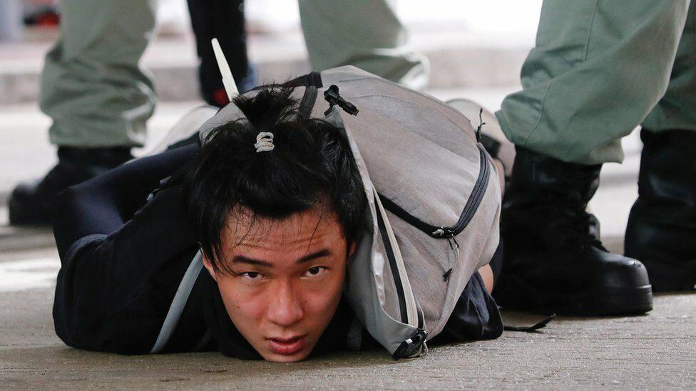 ประท้วงฮ่องกง : ครบรอบ 23 ปี อังกฤษส่งคืนฮ่องกงให้จีน ชาวฮ่องกงเริ่มถูกจับกุมด้วยกฎหมายความมั่นคงของจีน