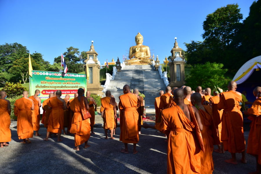 นรา-ชาวพุทธตักบาตรเวียนเทียน New Normal ที่แรกในไทย