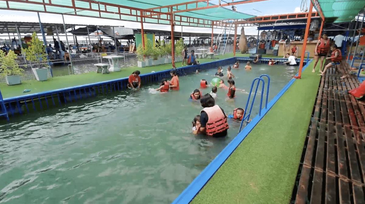 ตำรวจเร่งระบายรถ นักท่องเที่ยว แห่พาลูกหลานพักผ่อนเล่นน้ำ วันหยุดยาว