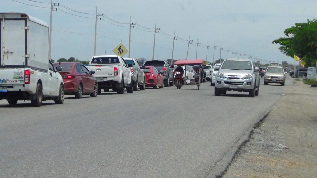 เทศกาลบุญใหญ่ เมืองแปดริ้วรถติดอัมพาตรอบด้านตลอดทั้งวัน