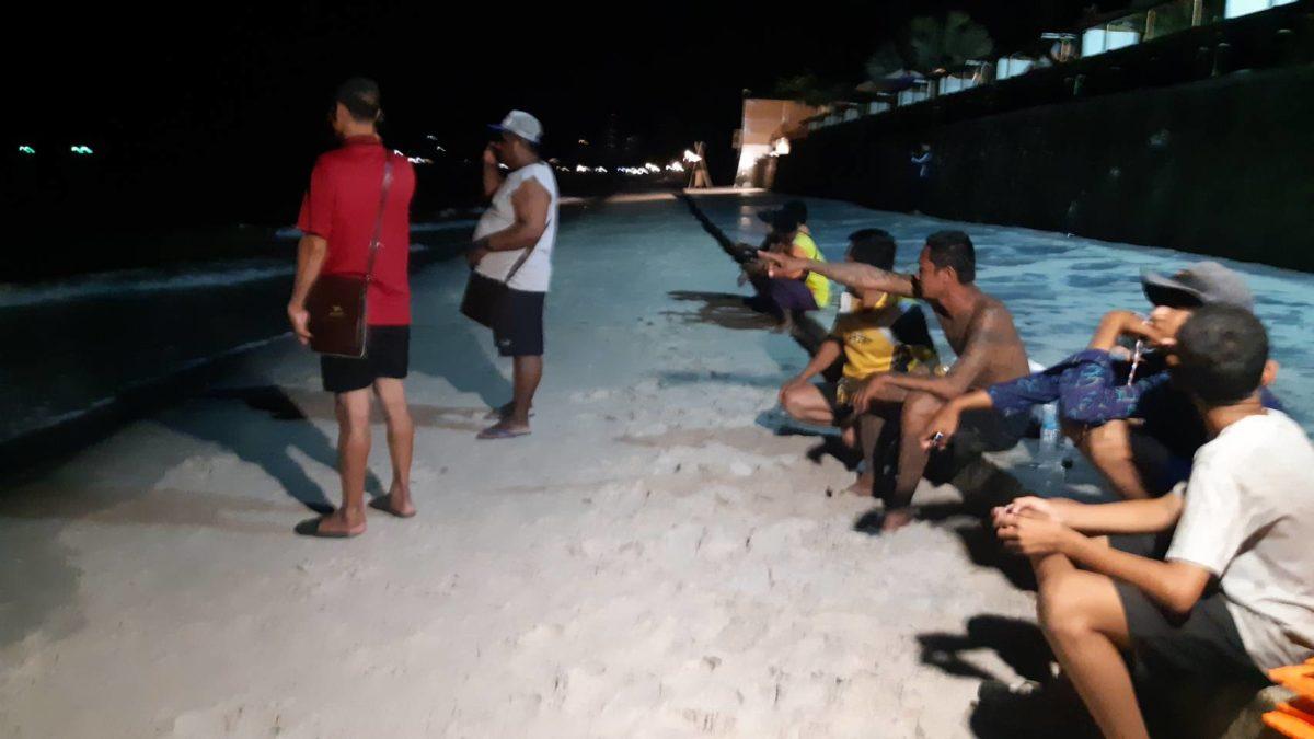 ระดมกู้ภัยค้นหา 2 หนุ่มใหญ่สูญหายเรือตกหมึกคว่ำทะเลหัวหิน