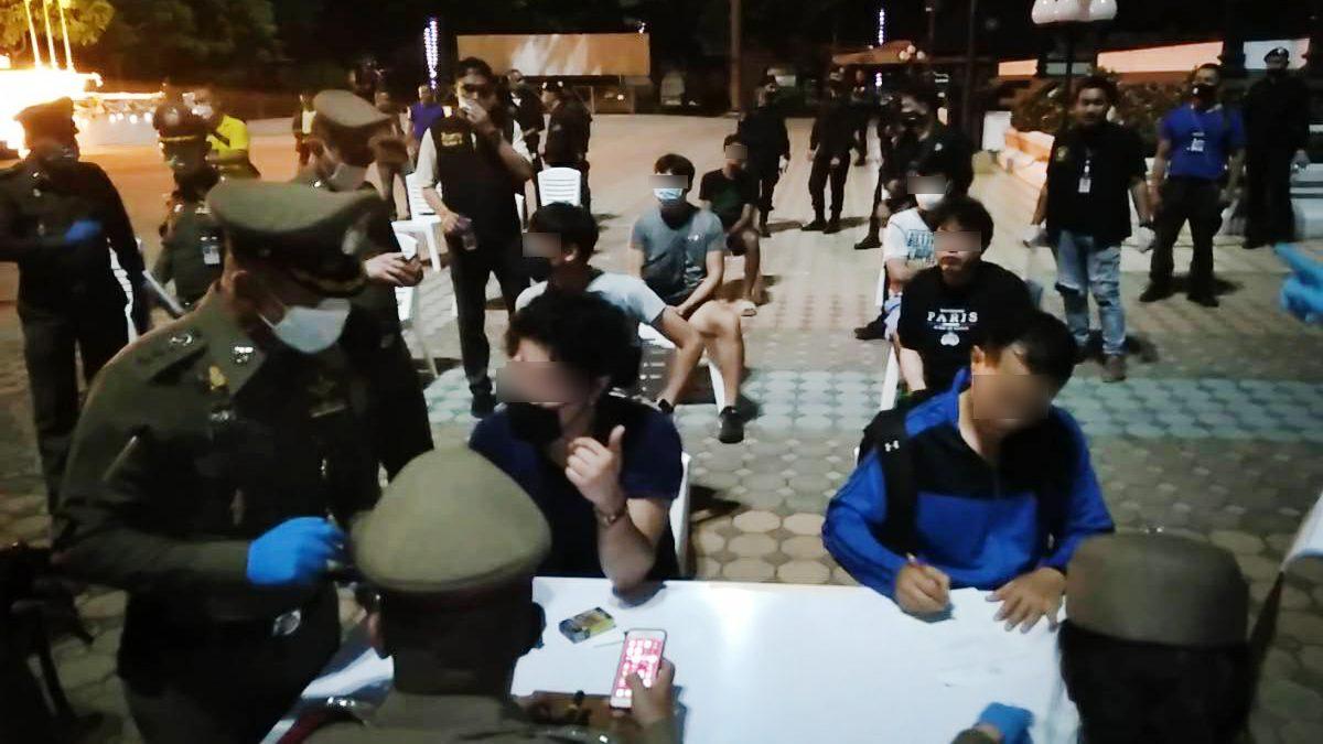 นนทบุรี ลุยตรวจกลุ่มชายรักชาย แอบมีเซ็กส์ในสวนสาธารณะ โยงปมวางยานักวิ่ง