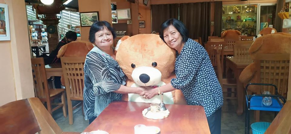 สุดเจ๋งไอเดีย ร้านอาหารระนอง ใช้ตุ๊กตาหมีคั่นกลาง เว้นระยะห่าง สร้างความสุขยุคโควิด-19