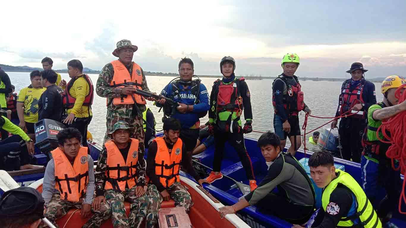 กู้ภัยฯ-ป่าไม้ ระดมงมหาเรือและอาวุธปืนที่จมใต้น้ำ เขื่อนห้วยโสมง
