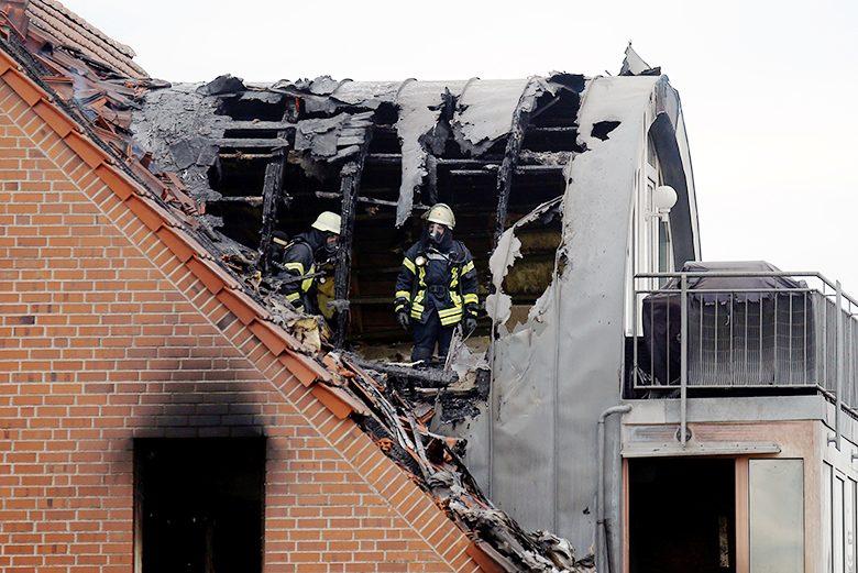 เครื่องบินตกใส่หลังคา อพาร์ตเมนต์เยอรมัน เคราะห์ร้ายตาย3