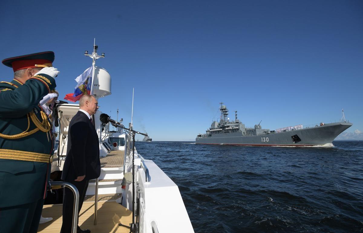 พาเหรดใหญ่วันทัพเรือรัสเซีย ปูตินเตรียมของดีประจำการ เรือติดตั้งอาวุธเหนือเสียง