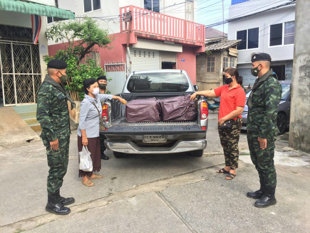 ทหารม้ารวบหญิงรุ่นใหญ่ 2 ราย แอบย่องนำรถมาขนบุหรี่เถื่อนคาท่าน้ำสาย