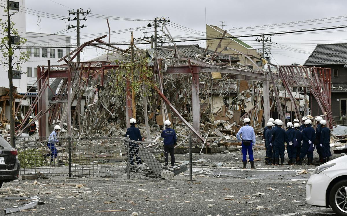 เหลือแต่โครงเหล็ก ก๊าซรั่วช็อกญี่ปุ่น ร้านชาบูระเบิด ตาย1ศพ-เจ็บ18