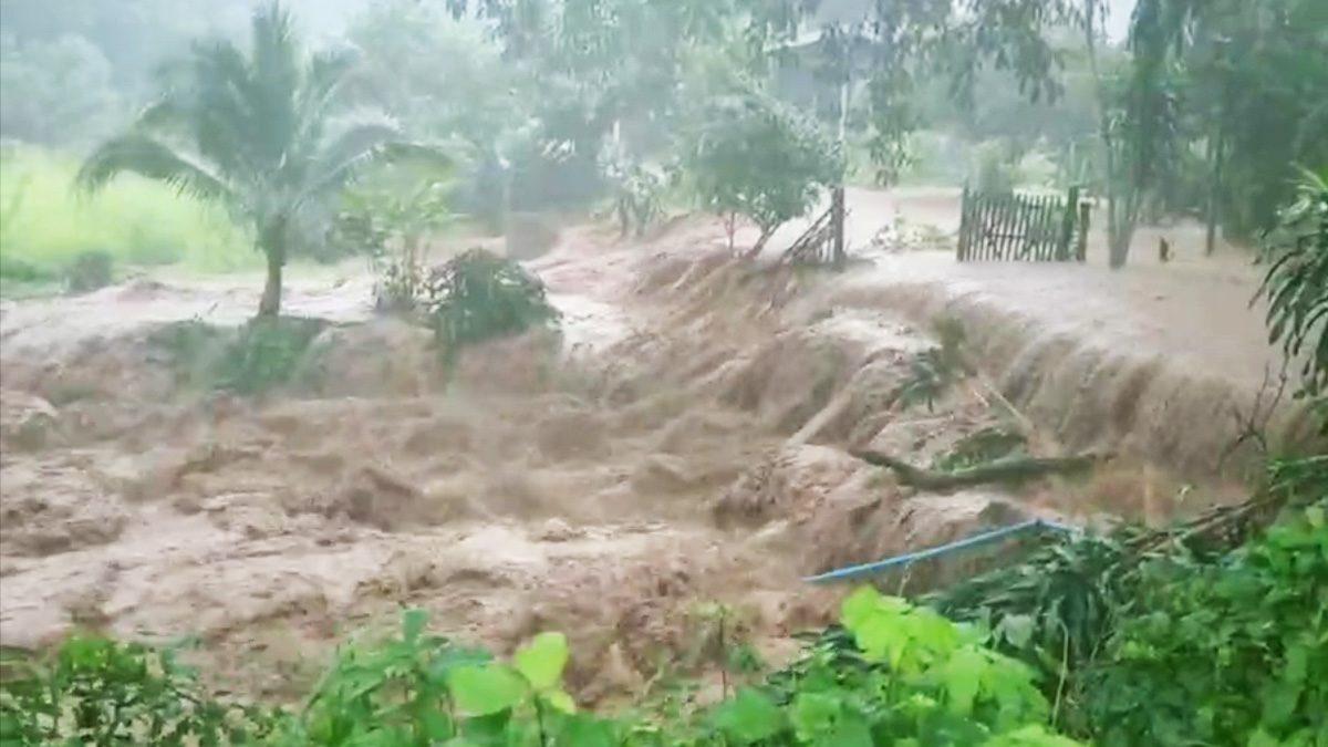 ระทึกเมืองเลย น้ำป่าทะลัก บ้าน 100 หลังจม-ฝายขาด