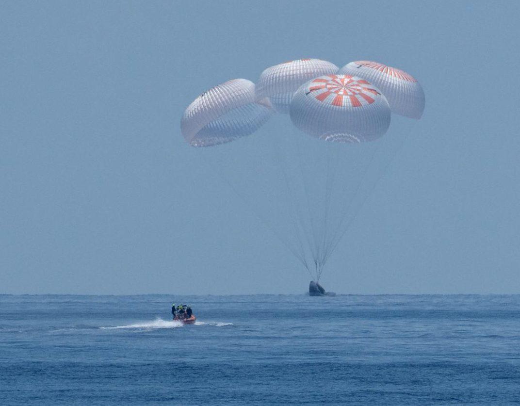 สเปซเอ็กซ์นำนักบินนาซาถึงพื้นโลกอย่างปลอดภัย