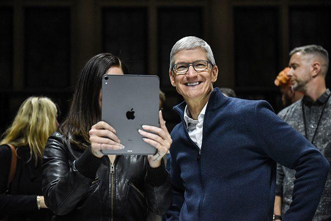 ทิมคุกขึ้นแท่นมหาเศรษฐีพันล้าน หลังหุ้นแอปเปิ้ลพุ่งแรงฉุดไม่อยู่