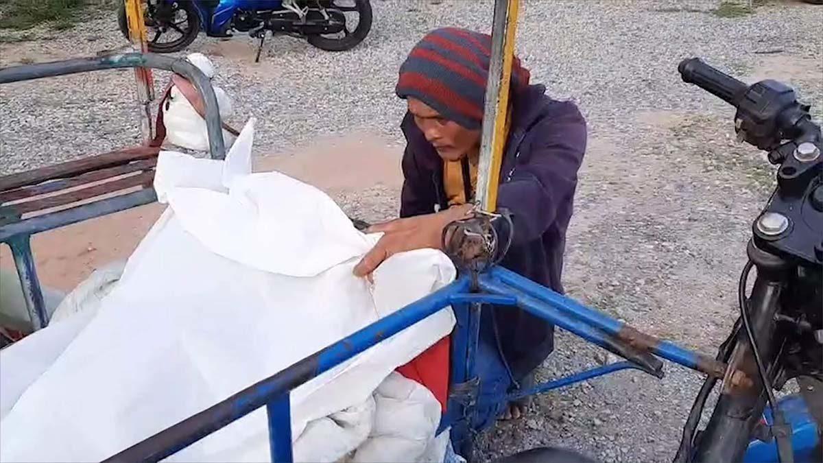 เศร้า!! หนุ่มพาแม่ป่วยนั่งจยย.พ่วงข้างกลับบ้านข้ามจังหวัด เสียชีวิตระหว่างทาง
