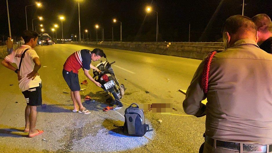 หนุ่มวัย 28 ปี เลิกงาน ขับรถกลับไม่ถึงบ้าน เสยท้ายรถบรรทุก 18 ล้อ เสียชีวิต
