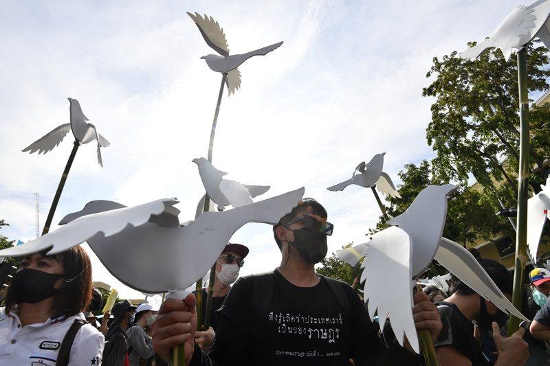 สื่อนอกเกาะติดการชุมนุมขับไล่รัฐบาลในไทย