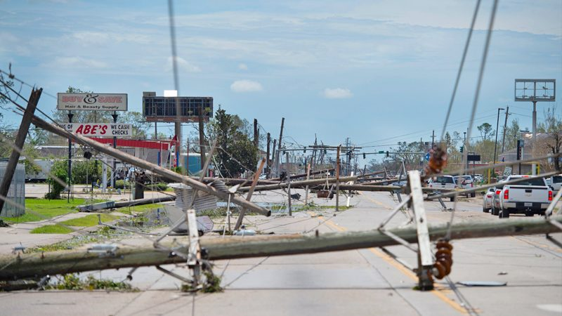 """สุดสลดเหยื่อ """"พายุลอร่า"""" ในสหรัฐพุ่งอีก กว่าครึ่งสังเวยเครื่องปั่นไฟ!"""