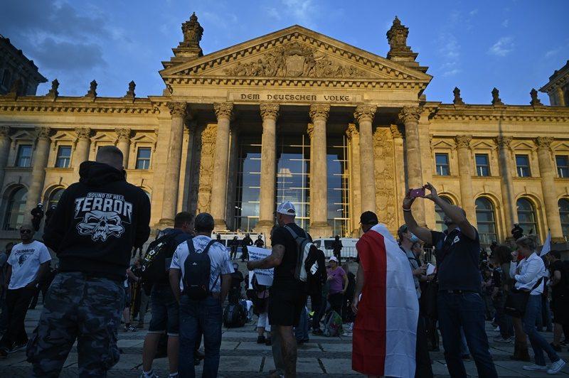 """รบ.เยอรมันประณามผู้ประท้วงนโยบายโควิด ที่พยายามบุกที่ประชุมสภา """"ไรชส์ทาค"""""""
