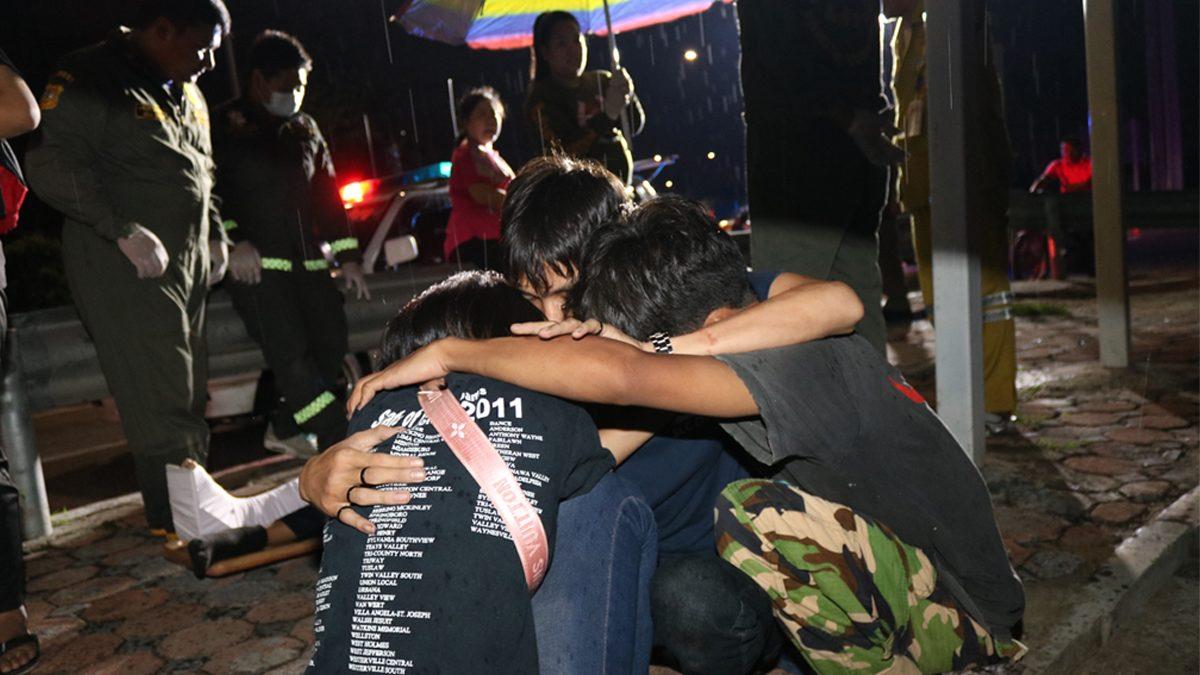 6 วัยรุ่นปทุมฯ ซิ่งจยย. พุ่งชนเหล็กกั้นทางโค้ง ตาย 1 อีกคนขาหัก 2 ข้าง
