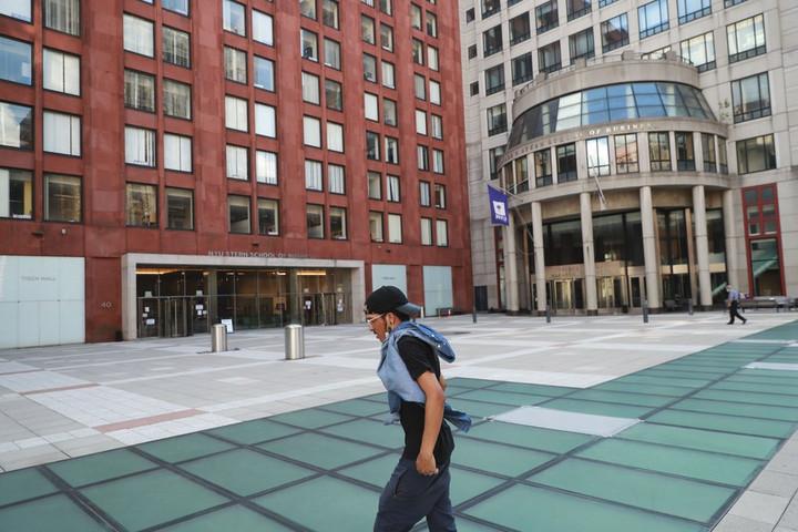 นิวยอร์กเล็งวิทยาลัยป่วยโควิด-19 เกิน 100 จัดเรียนทางไกล