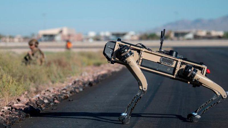 ทัพฟ้ามะกันเสริมเขี้ยวเล็บ นำสุนัขหุ่นยนต์เข้าร่วมซ้อมรบ