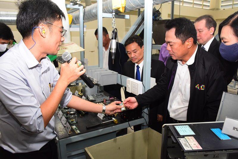 กพร. กระตุ้นรีไซเคิลขยะอิเล็กทรอนิกส์ เปิดเครื่องคัดแยกโลหะฯแห่งแรกในไทย