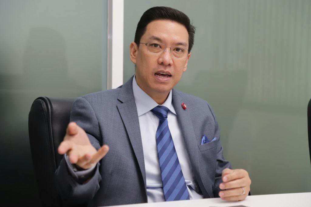 """""""พุทธิพงษ์""""ลุยแก้พนันออนไลน์ เดือนก่อนจับรายใหญ่กว่า 20 แห่ง วงเงินหมุนเวียนกว่าพันล้านบาท"""