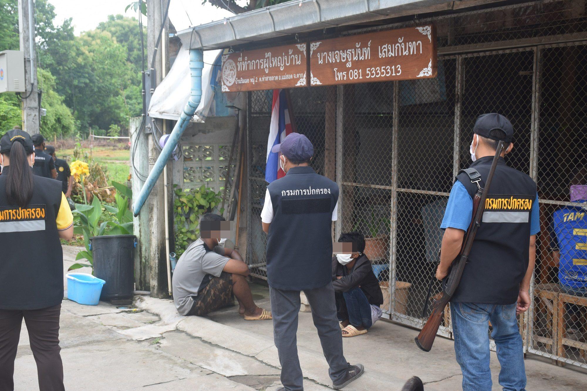 พิษโควิด-19 ทำหนุ่มพม่าหิวโซ ข้ามเก็บของเก่าในเขตไทย ถูก ตชด. ฝ่ายปกครองรวบ คาน้ำเมย