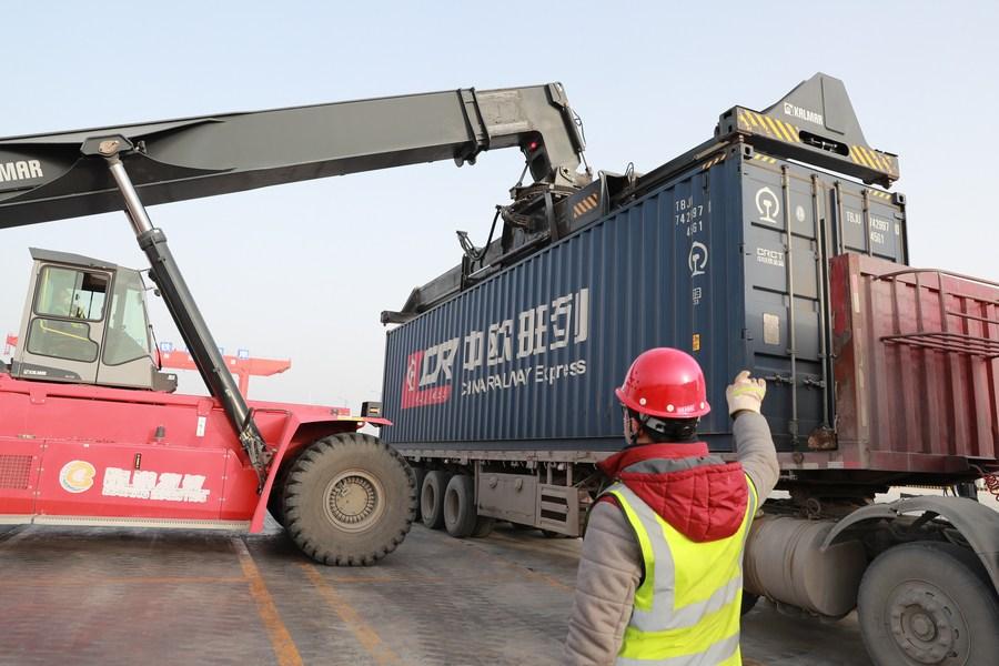 กานซู่เดินรถไฟสินค้า 'จีน-เอเชียกลาง' ขบวนแรกของปี