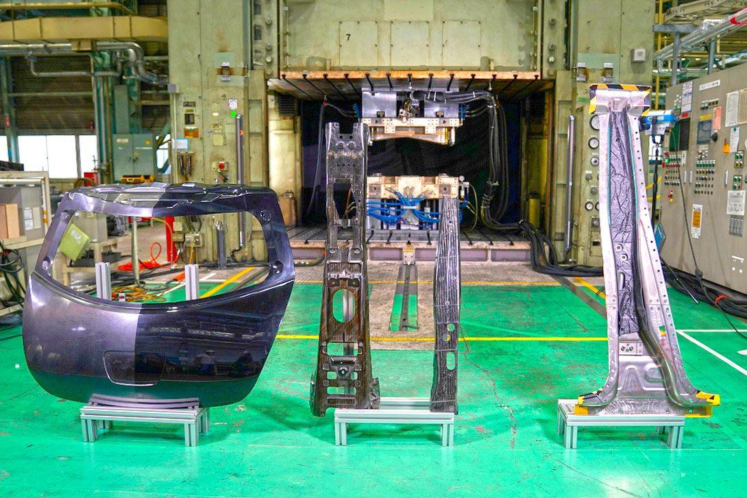 ยานยนต์ : นิสสันพัฒนาคาร์บอนไฟเบอร์ ผลิตชิ้นส่วนรถ-แข็งแรงแต่เบา