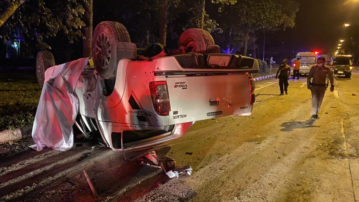 สาวขับกระบะ ถูกรถบรรทุกพุ่งชนกลางแยกคอหัก ตายคารถ ก่อนหลบหนี