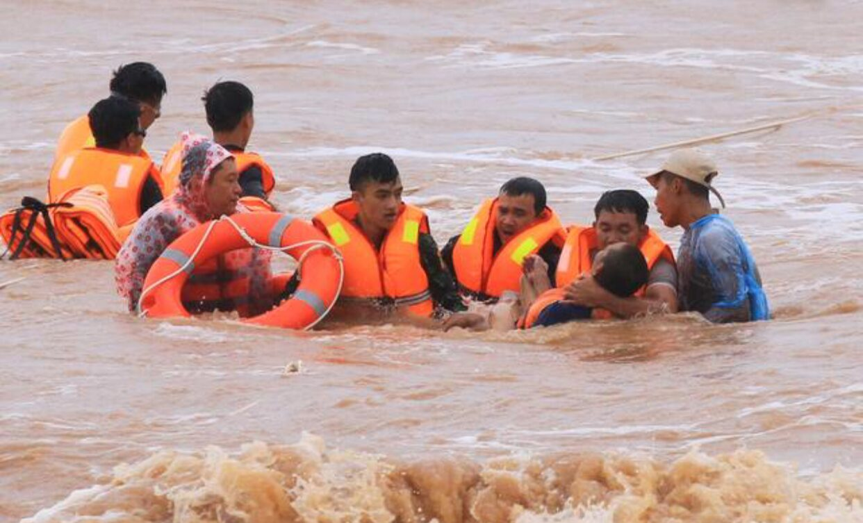 พายุถล่มทำน้ำท่วมเวียดนาม ตายอย่างน้อย 17 สูญหาย 13