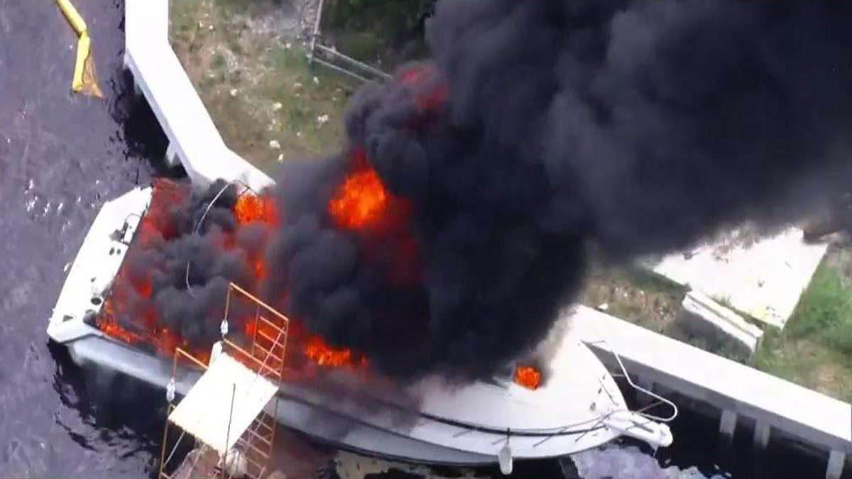 ระทึกแม่น้ำฟลอริดา เรือระเบิดหลายระลอก เปลวไฟท่วม ผู้โดยสารเจ็บ 13 คน