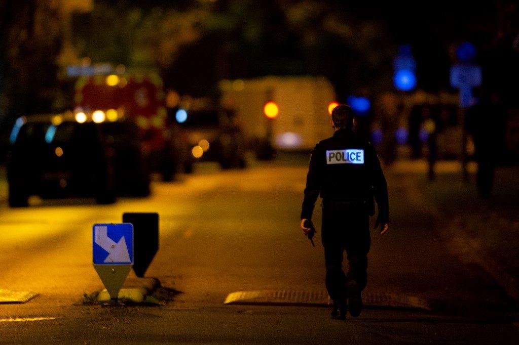 สะเทือนขวัญฝรั่งเศส ฆ่าตัดศีรษะครูกลางถนน คนร้ายถูกยิงดับ