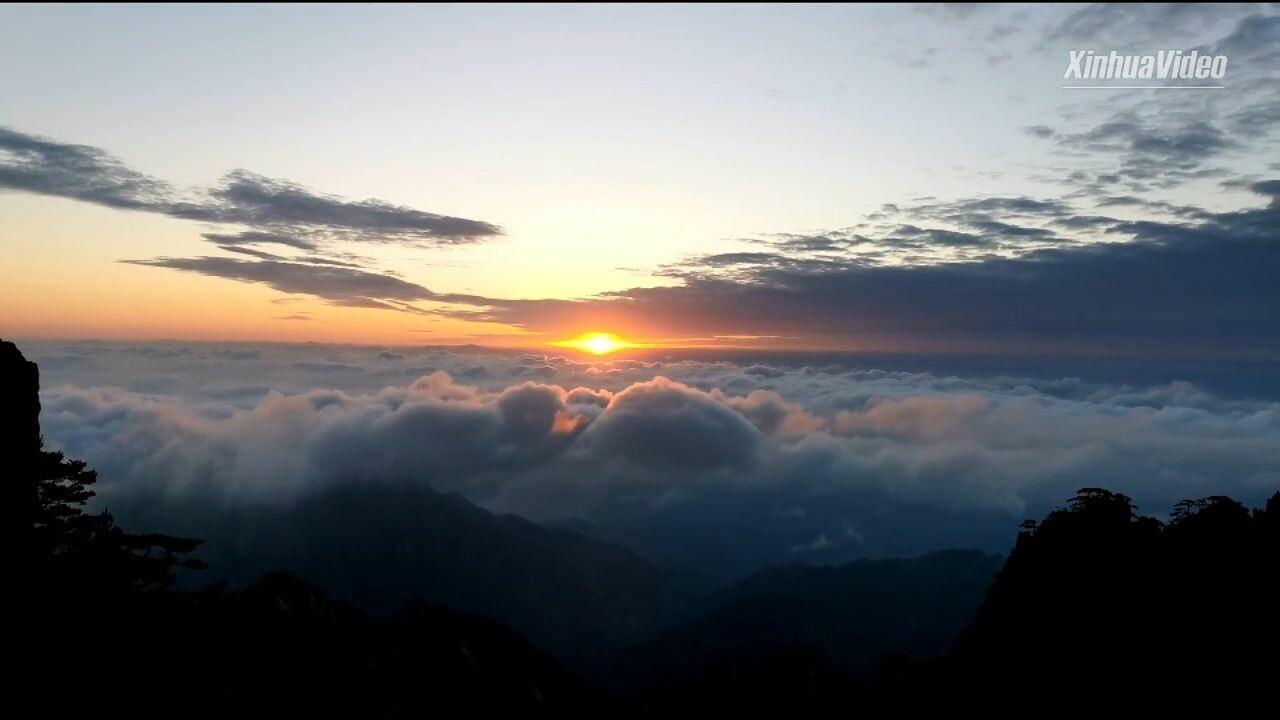 สวรรค์บนดิน! ทะเลเมฆเคลื่อนคล้อยห่มคลุม 'หวงซาน'
