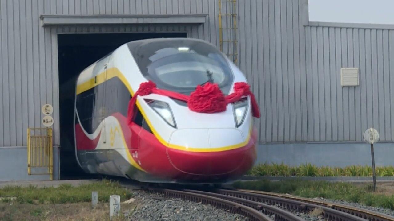 จีนเผยโฉม 'ม้าเหล็กเร็วสูง' รุ่นใหม่ วิ่งได้หลายระบบราง ไร้ปัญหาเดินรถข้ามประเทศ