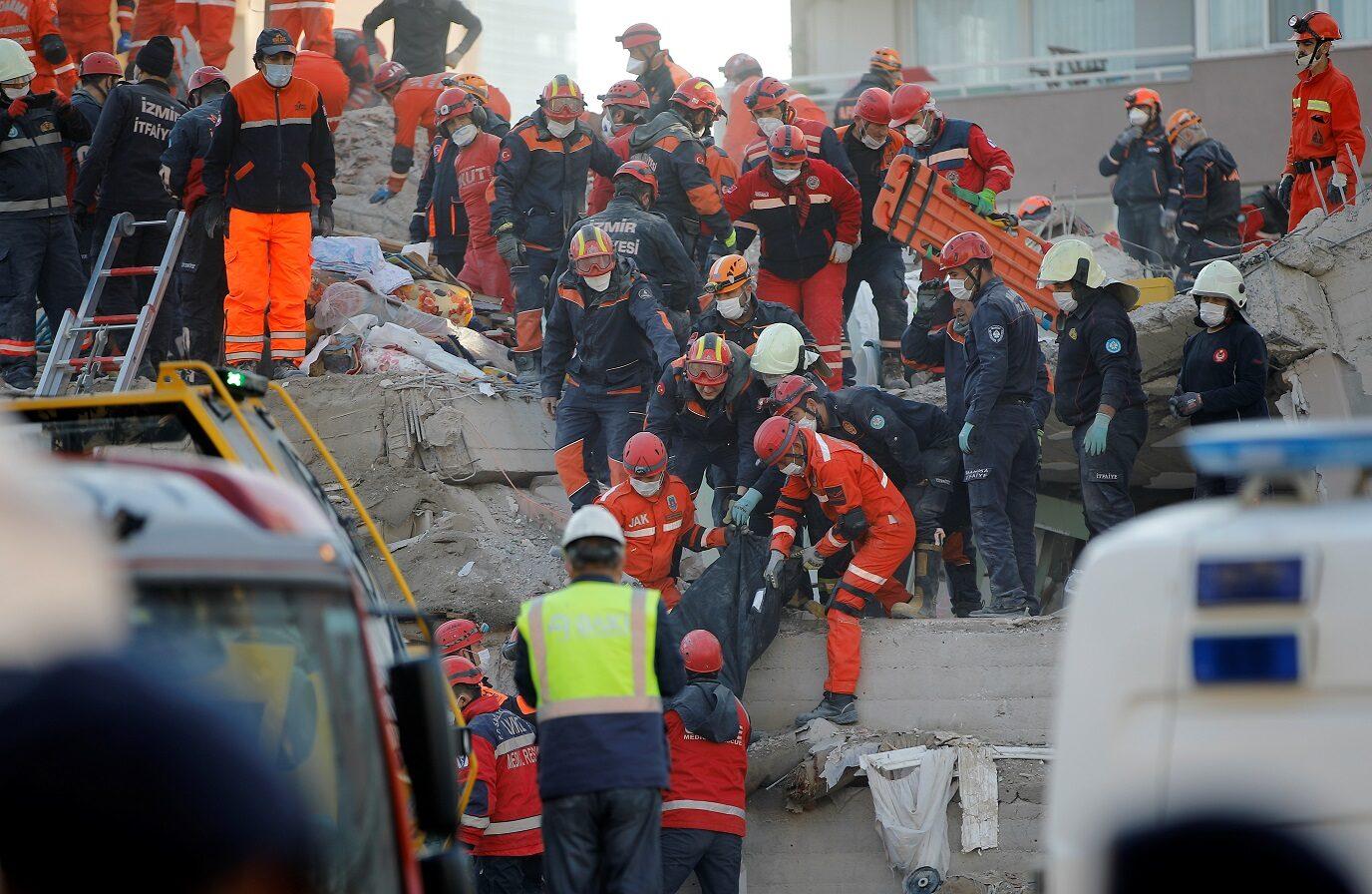ผู้เฒ่าตุรกีติดใต้ซากแผ่นดินไหว33ชม.รอดปาฏิหาริย์ ยอดตายพุ่ง 53 ราย