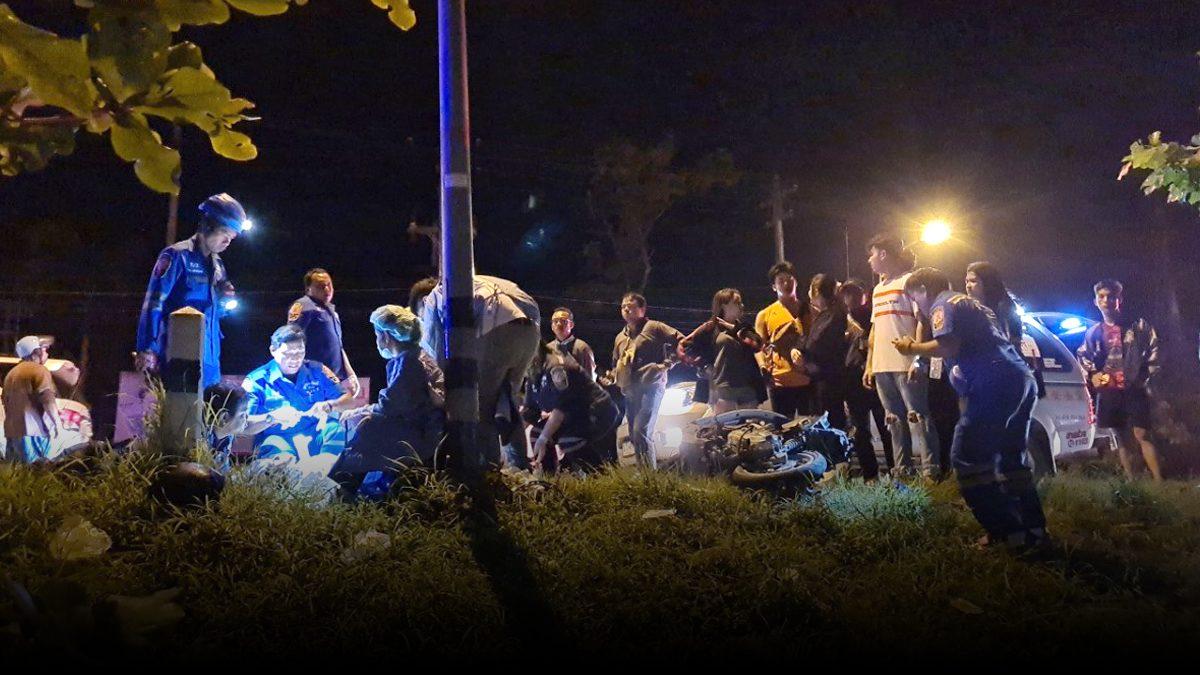 เก๋งชนจยย.กวาดเรียบ 4 คัน  พุ่งตกคูข้างถนน นักศึกษาเจ็บ 5 ราย