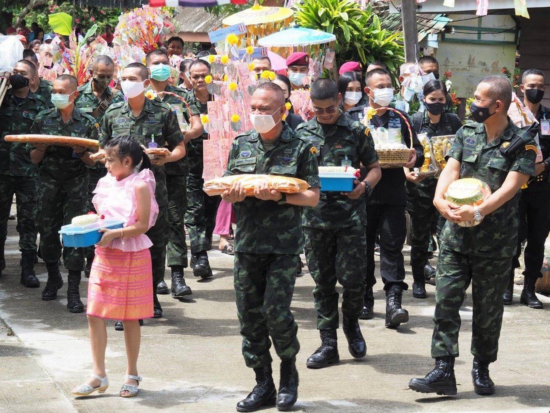 'ฉก.ปัตตานี' ร่วมทำนุบำรุงพระพุทธศาสนา ผ้าป่าสามัคคี วัดสาลวัน (บ้านเคียน) ร่วมกับ ปชช.ในพื้นที่