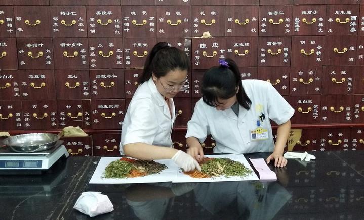 นักวิจัยจีน-เยอรมันชี้สมุนไพรบำบัด 'มีแนวโน้ม' รักษาโควิด-19 อาการปานกลาง