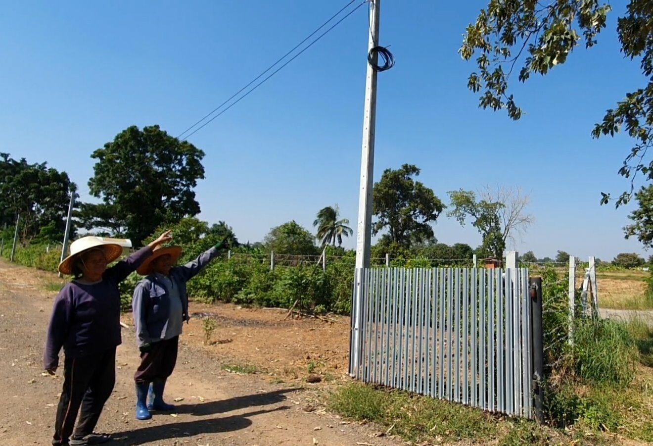 ชาวบัวใหญ่ ร้องไร้ไฟฟ้าใช้ 10 หลังคา ทั้งที่เสาไฟฟ้าอยู่ตรงข้ามถนน
