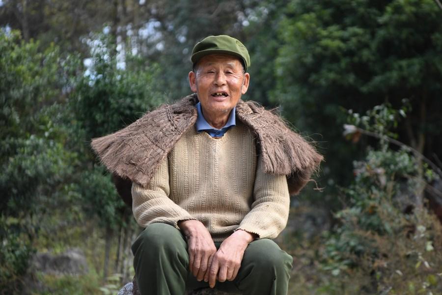 แก่แต่เก๋า! คุณปู่จีนสวมบท 'เน็ตไอดอล' ช่วยบ้านเกิดขายของ