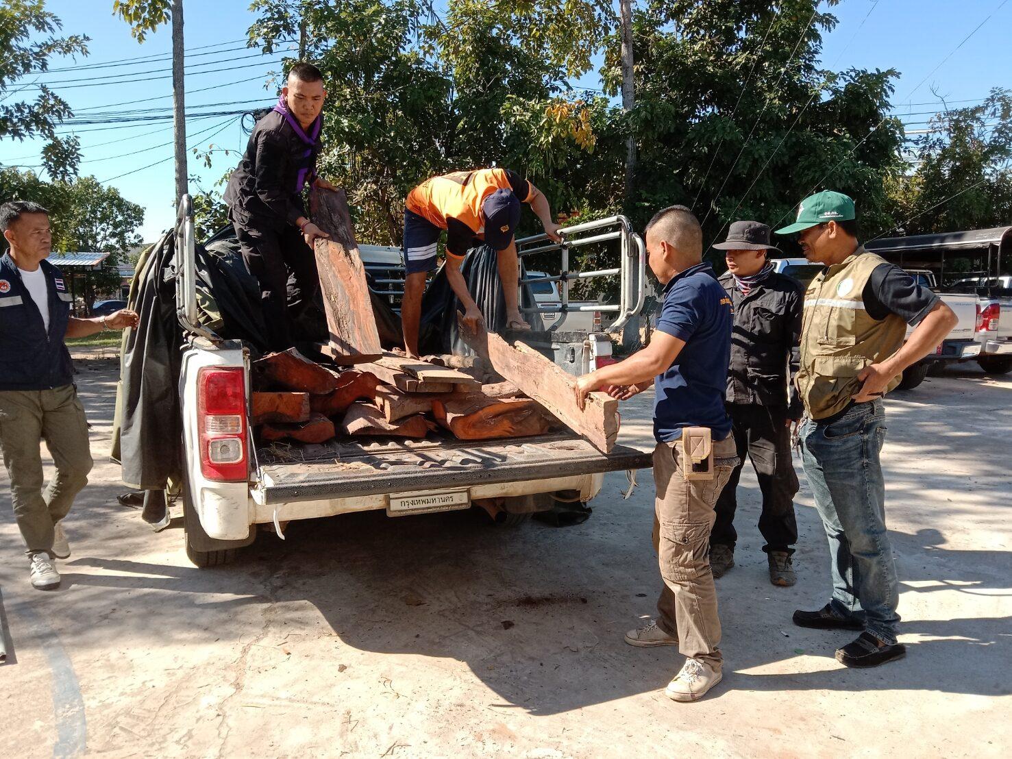 ยึดกระบะขนไม้พะยูง 138 ท่อน จ่อข้ามโขงส่งประเทศเพื่อนบ้าน