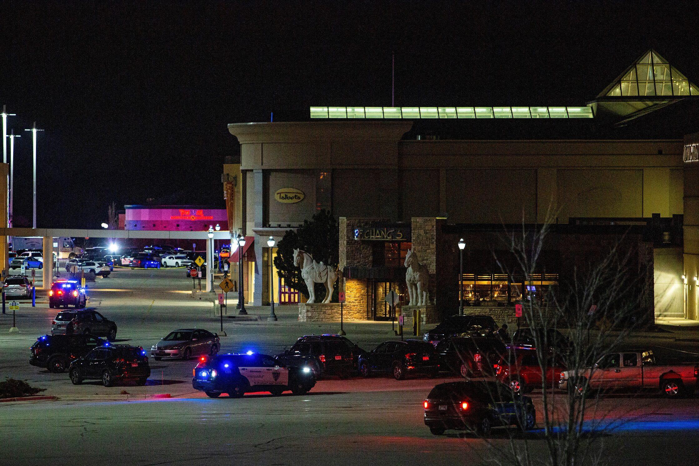 มือปืนยังหลบหนี หลังกราดยิงกลางห้างรัฐวิสคอนซิน เจ็บ 8