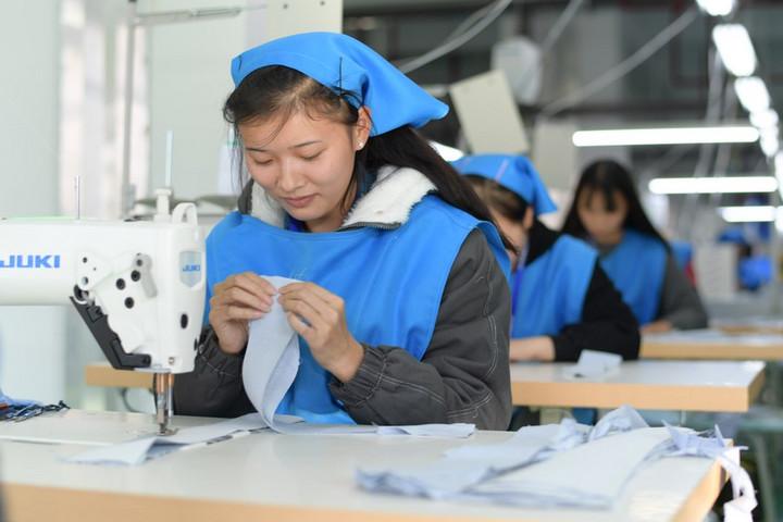 จีนเผยรายได้สุทธิผู้ยากไร้โตต่อเนื่อง หลังย้ายถิ่นฐานตามแผนขจัดยากจน