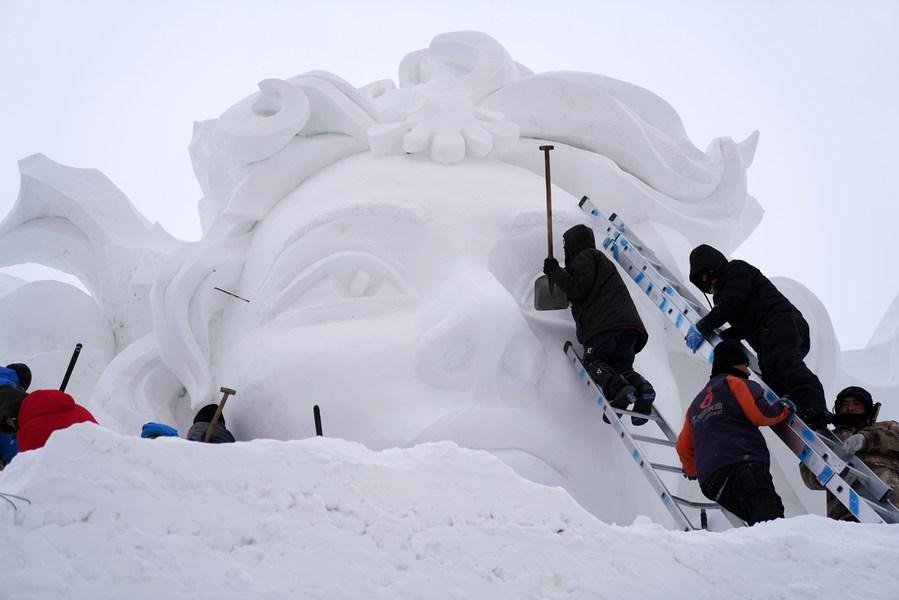 ศิลปินร่วมรังสรรค์ 'ประติมากรรมหิมะ' สุดตื่นตาในฮาร์บิน
