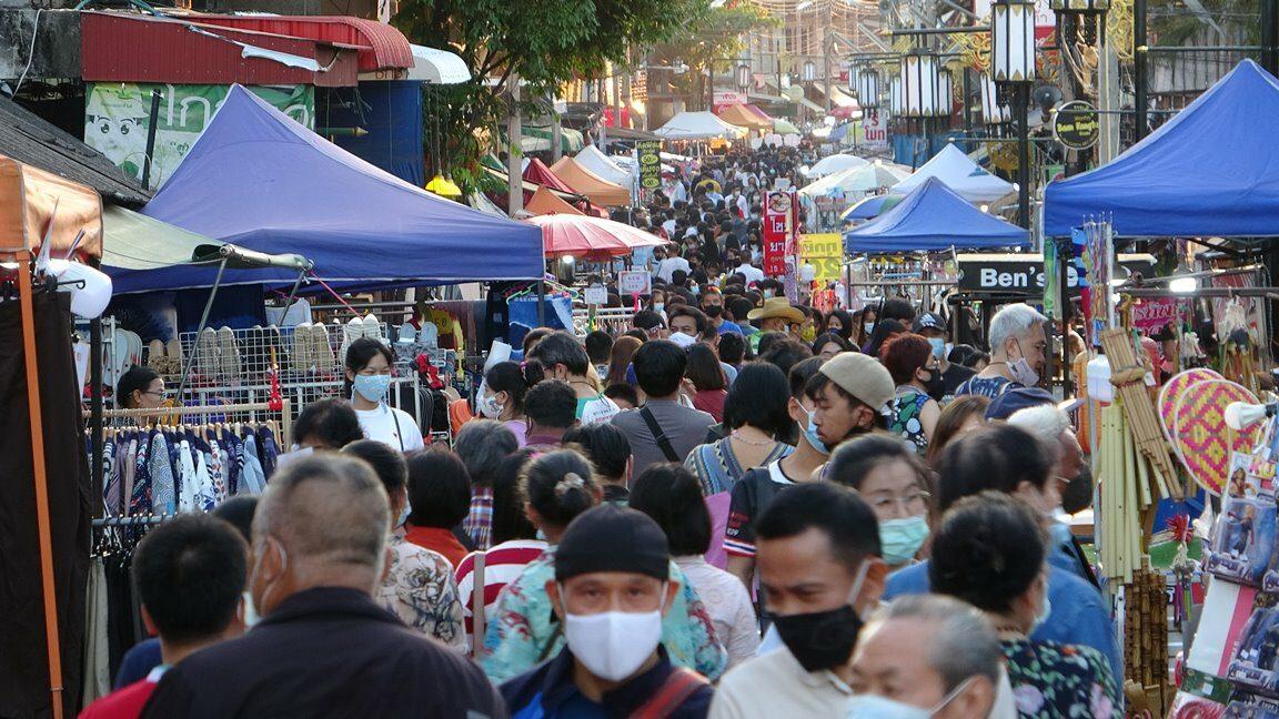 เที่ยวลำปางคึกคัก แน่นถนนคนเดินกาดกองต้า ชุมชนเก่าร้อยปี คนละครึ่งขายดี